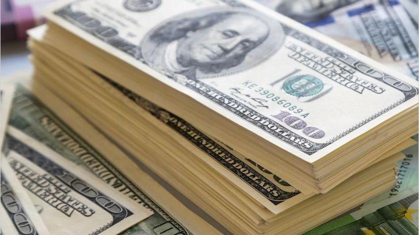 Dólar retoma vuelo y se dispara ante buen desempeño de bonos del Tesoro de Estados Unidos