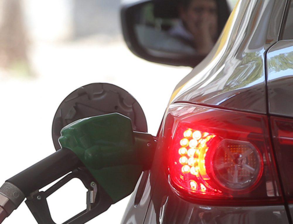 Van 26 semanas de subidas: Las razones de la fuerte alza de las bencinas que podrían llegar a máximos desde 2014